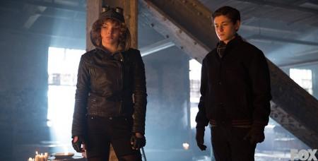 Fiksut ja kyvykkäät lapsietsivät Selina Kyle ja Bruce Wayne palkkamurhaajan jäljillä.